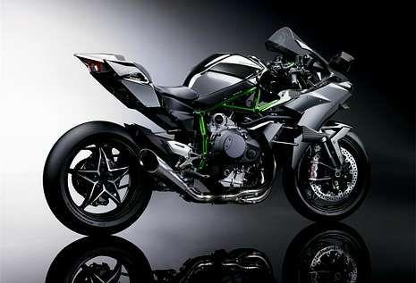 c.<span lang= es-es >Ducati Scrambler</span>. Disponible en cuatro versiones, es la respuesta italiana a la BMW R nine T. Estilo años 70, multitud de detalles y buenos acabados para una moto de 70 caballos y 170 kilos.