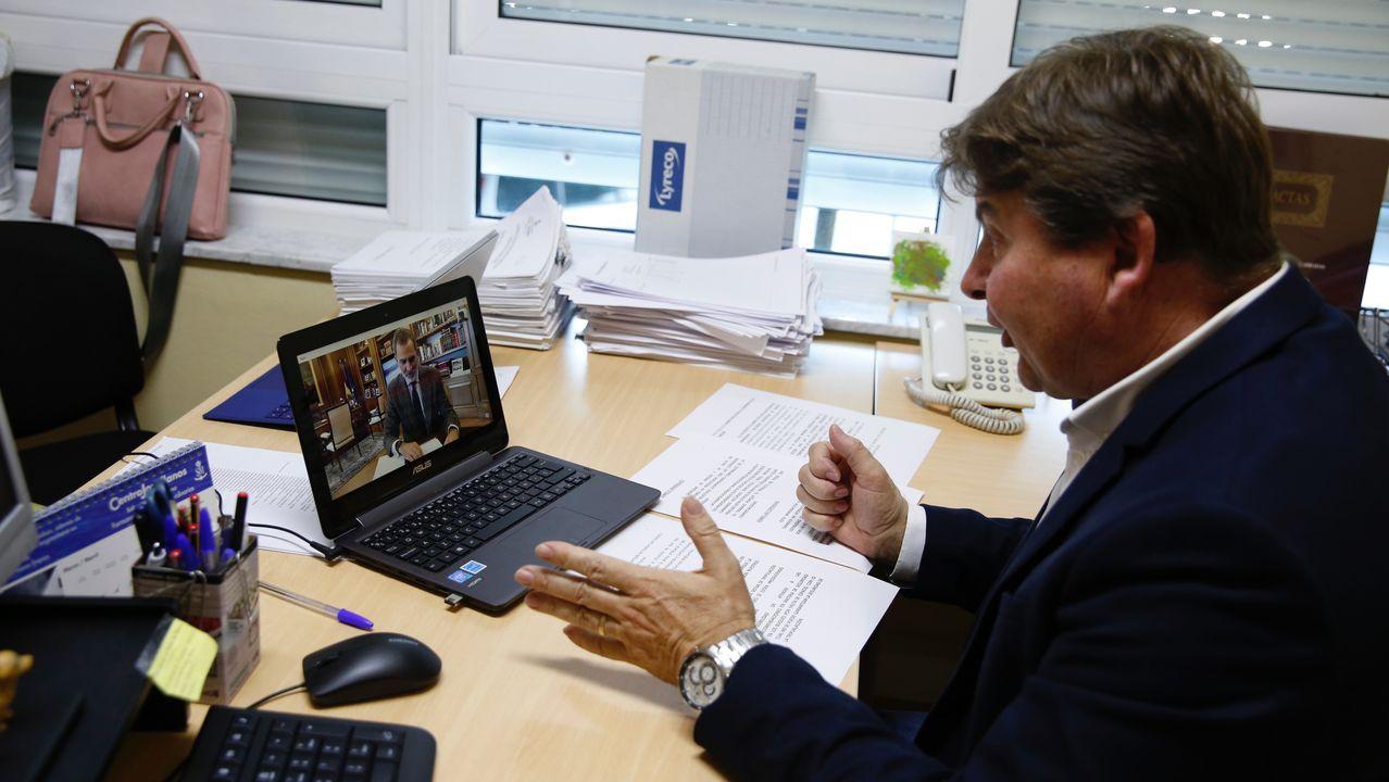 Reunión telemática de Felipe VI con el presidente de las cofradías gallegas