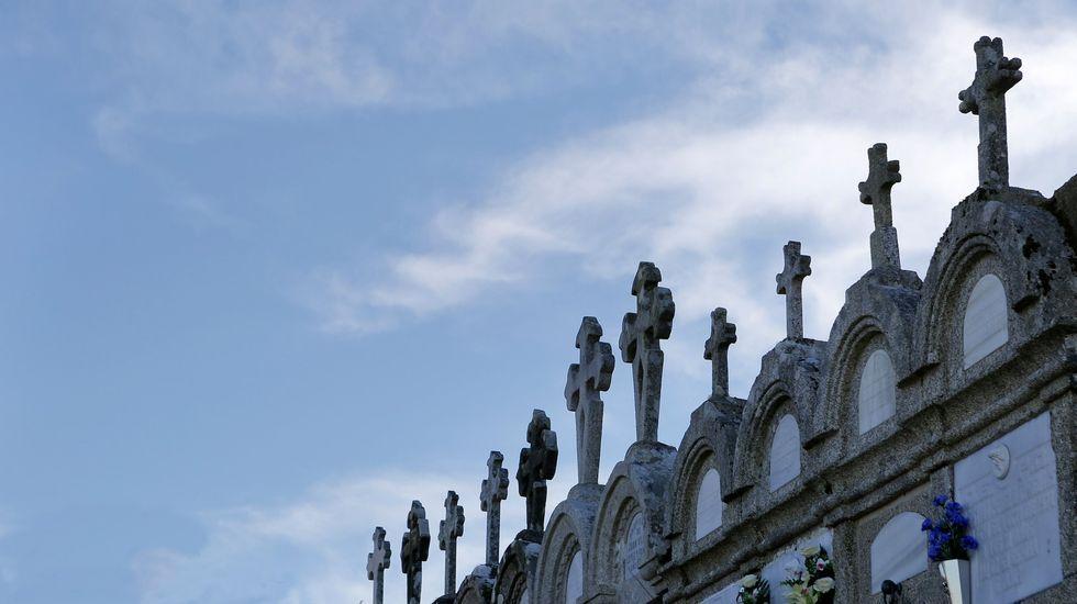 Día de San Cristovo en Carballo: las imágenes de la celebración.Farolas en A Magdalena en las que se ha invertido
