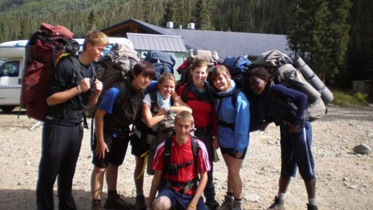 Parcero, la segunda por la derecha, junto con sus compañeros de Colegios del Mundo Unidos
