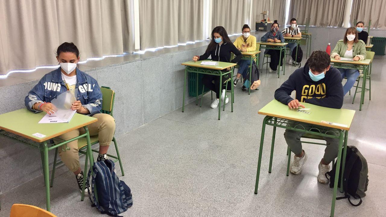 Los alumnos del IES Ortigueira se examinan este año en la Facultad de Humanidades de Ferrol, pues el cierre de A Mariña les impide desplazarse a Viveiro