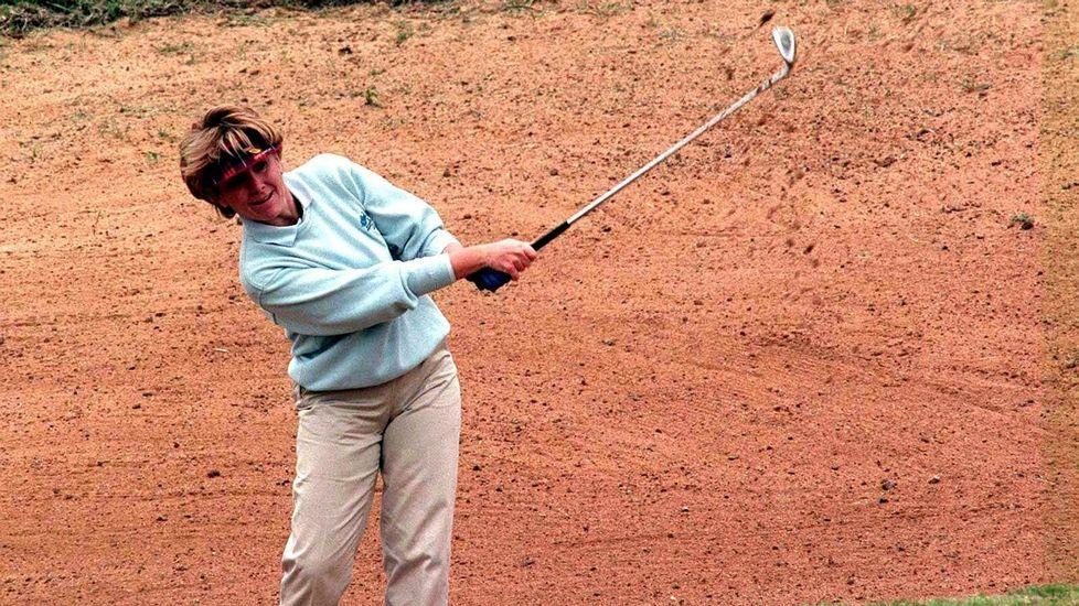 En Marbella, jugando al golf en 1998.