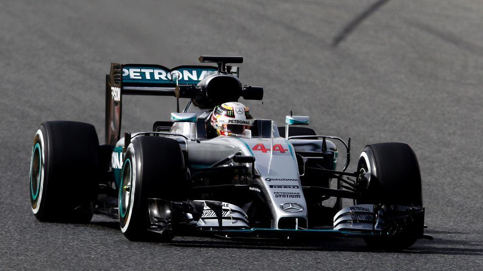 Segundo día de entrenamientos en Montmeló.Fernando Alonso se pone el casco antes de salir a la Q3 del gran premio de España, en Montmeló.