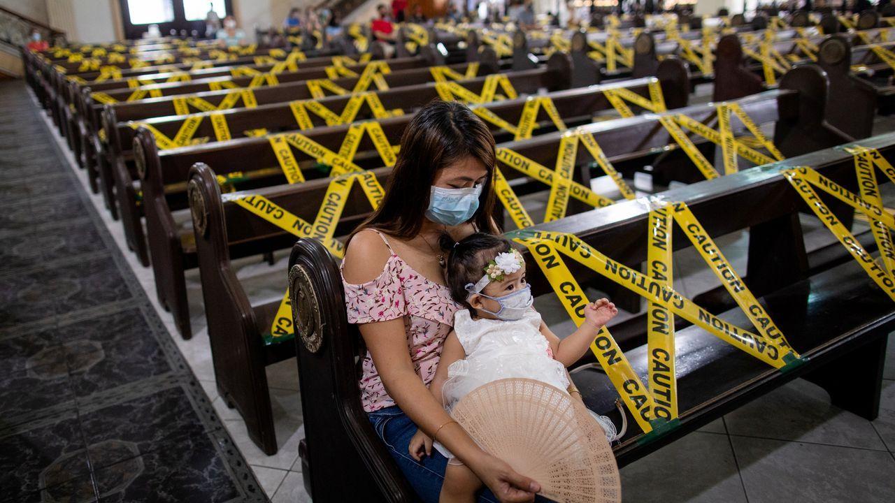 En las iglesias filipinas también se ha limitado el aforo para evitar la expansión del covid-19