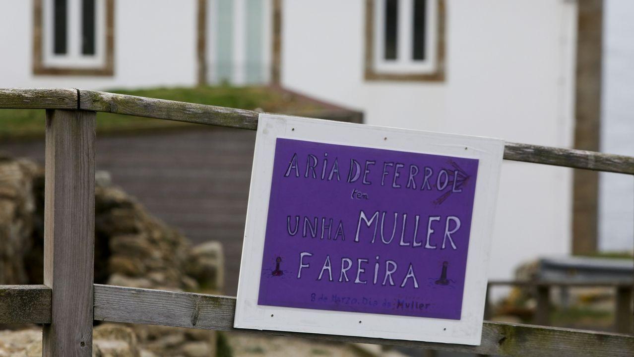 Cartel feminista de la farera del faro de Prioriño, Ferrol