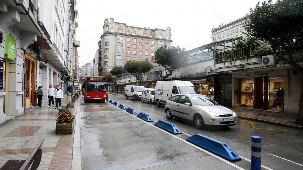 Montaje de la Semana de la Movilidad.El carril bus en Federico Tapia, tal y como estaba en el 2009