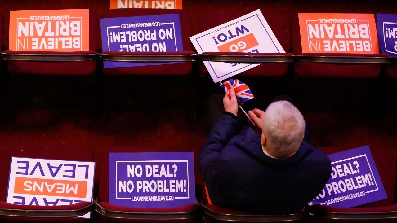 Partidarios de un segundo referendo pidieron a Corbyn un compromiso más firme..Theresa May