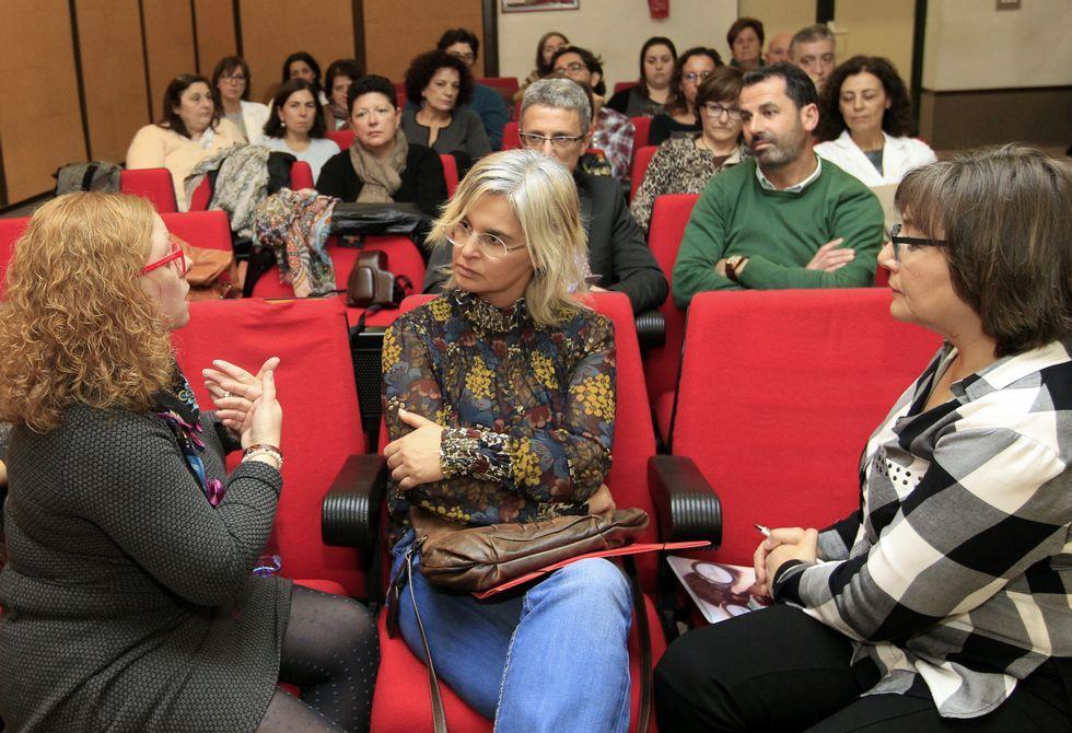 Ourense celebra el día del voluntariado.Antonia Hernández y Jesús Vázquez Almuíña firmando el acuerdo.