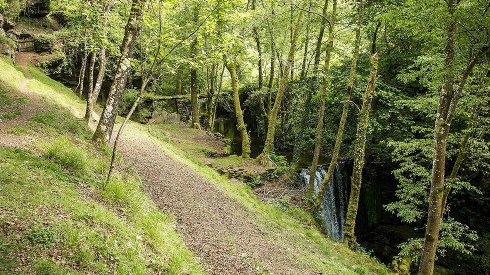 El acueducto llamado Cal da Leiriña (al fondo) está situado por encima de la Presa do Lindeiro