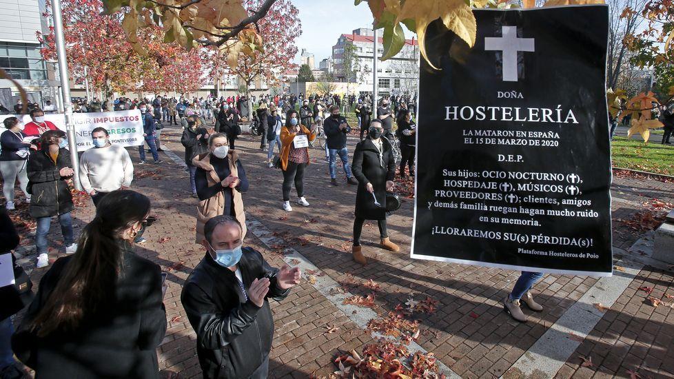 Los hosteleros protestan antela Xunta.Hosteleria cerrada en el paseo de Silgar, en Sanxenxo