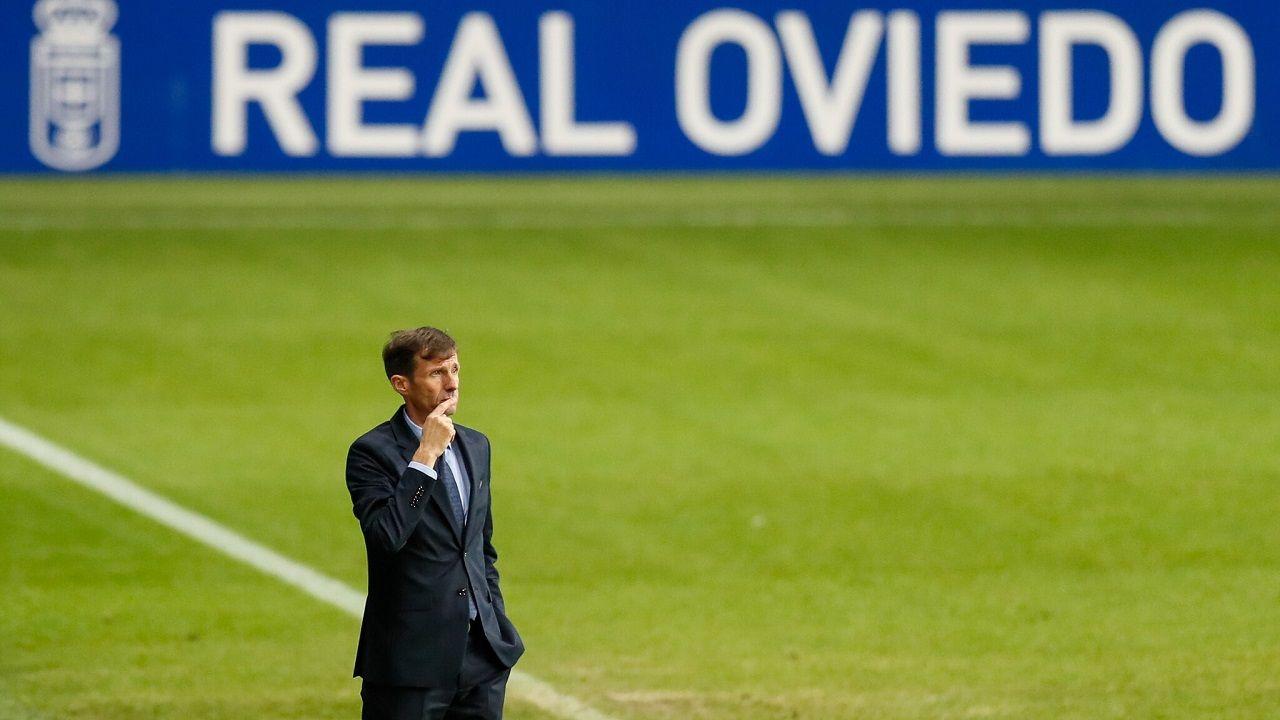 gol Barcenas Grippo Femenias Girona Real Oviedo Carlos Tartiere.José Ángel Ziganda, en la banda del Carlos Tartiere