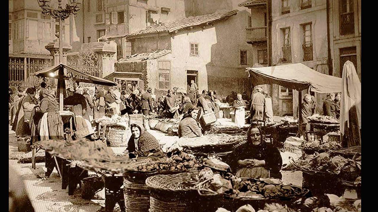 Vendedoras en la plaza de Trascorrales, que más tarde sería la plaza del pescado
