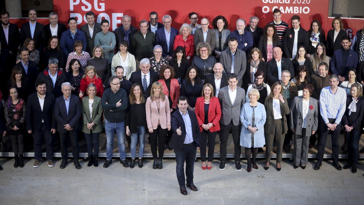 Caballero critica la visión «de país de las maravillas» que da Feijoo de Galicia.Carteles electorales en la campaña de las elecciones autonómicas del 2016