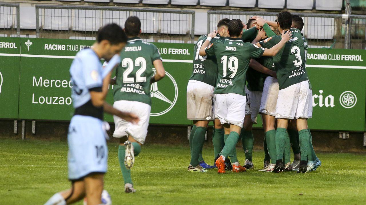 Rui Costa salta con un defensa del Alavés