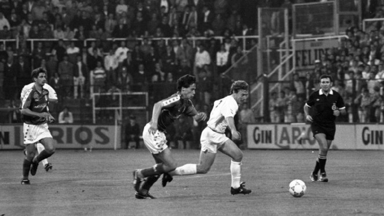 Luis Manuel Buitre Vinyals Real Oviedo Real Madrid Antiguo Carlos Tartiere.Luis Manuel pugna por un esférico con Butragueño durante el Real Oviedo - Real Madrid
