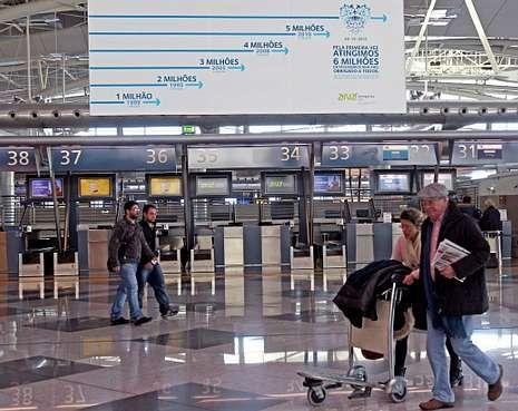 Oporto alcanzó los seis millones de pasajeros en el 2011 y este verano cerrará ya con cinco millones.