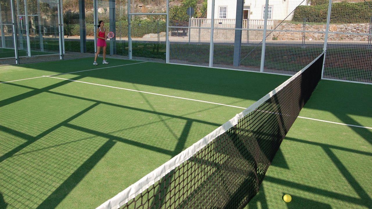 Gijón vende su playa.Uno de los vasos de las que serían las piscinas públicas