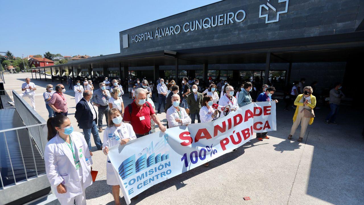 Protesta ante el Cunqueiro en defensa de la sanidad pública.Sardinas en una plaza de abastos de Arousa