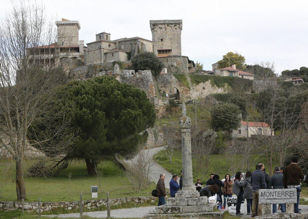 A Vigo sin pasar por Santiago.Todavía se desconoce cuándo se abrirá el castillo de Monterrei como parador.