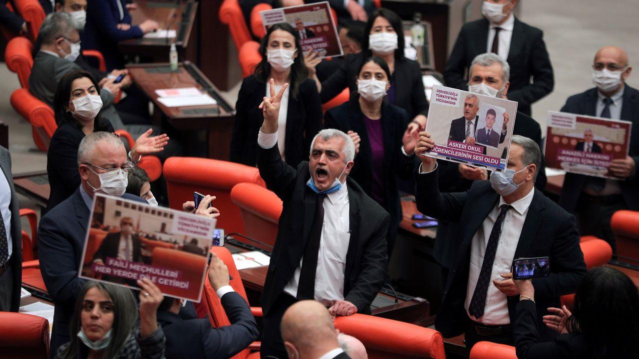 Protesta este miércoles de los parlamentarios del HDP la pérdida del acta de diputado de Ömer Faruk Gergerlioglu