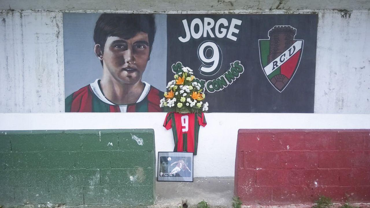 Memorial Jorge Tato en Vilalba.Los camioneros decidieron este martes continuar el encierro en el Ayuntamiento de Ferrol de forma indefinida.