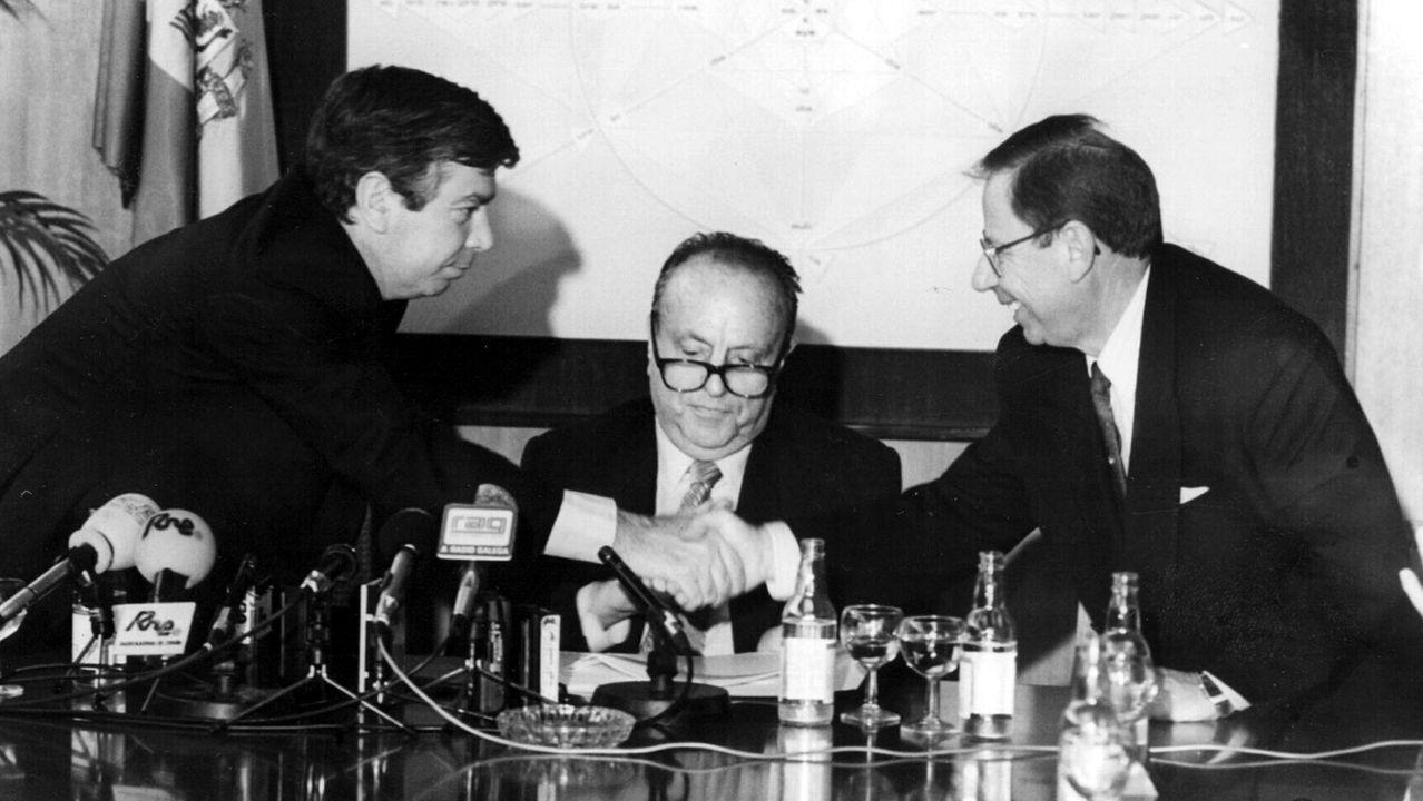 Dositeo Rodríguez (derecha) con Manuel Fraga y el entonces ministro Corcuera (izquierda) en una imagen de archivo