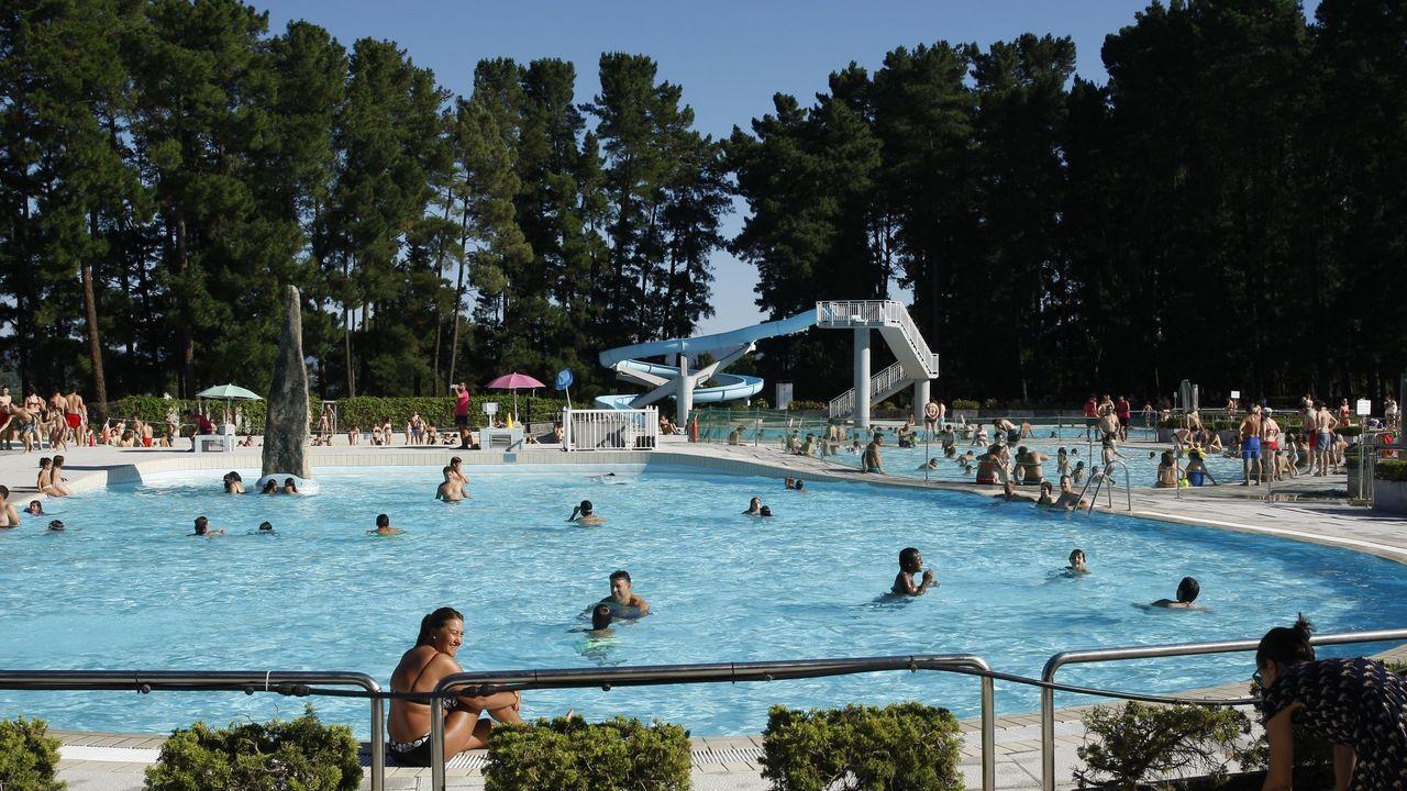 Imagen de años anteriores, de los bañistas en las piscinas de Monterrei