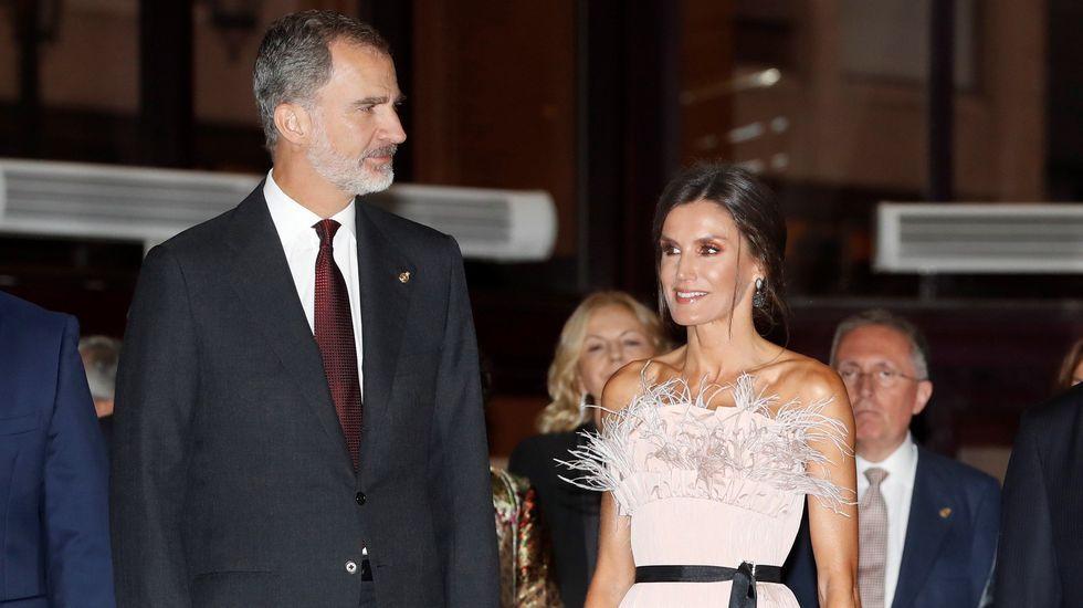 Todos los «looks» de la reina Letizia ensu última visita aAsturias.El presidente de la Fundación Princesa de Asturias, Luis Fernández-Vega, interviene en la ceremonia de entrega de los Premios Princesa de Asturias 2019