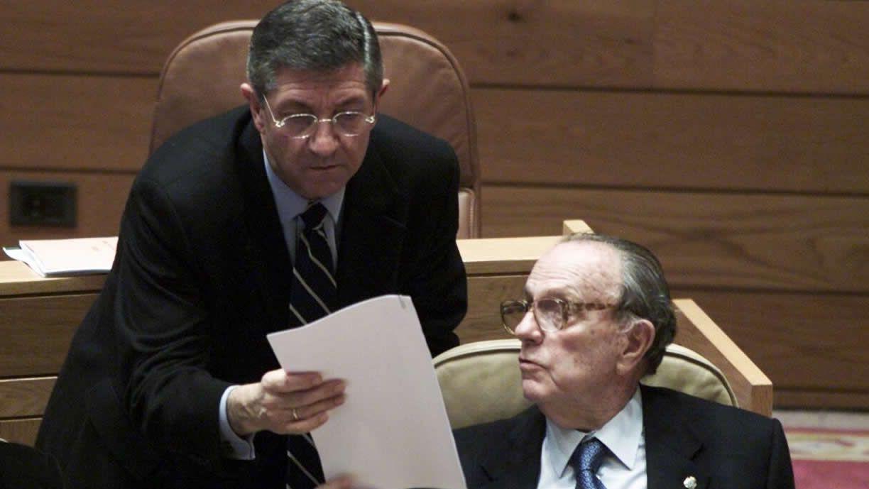 Imagen de Jaime Pita y Manuel Fraga en el Parlamento de Galicia en el año 2000