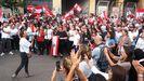 Los manifestantes celebraron la dimisión del primer ministro Saad Hariri