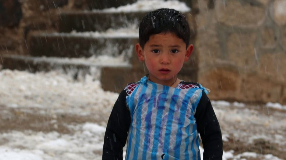 Messi quiere conocer al pequeño Murtaza.Los alumnos se turnan en la bici en el plan para pacificar países.