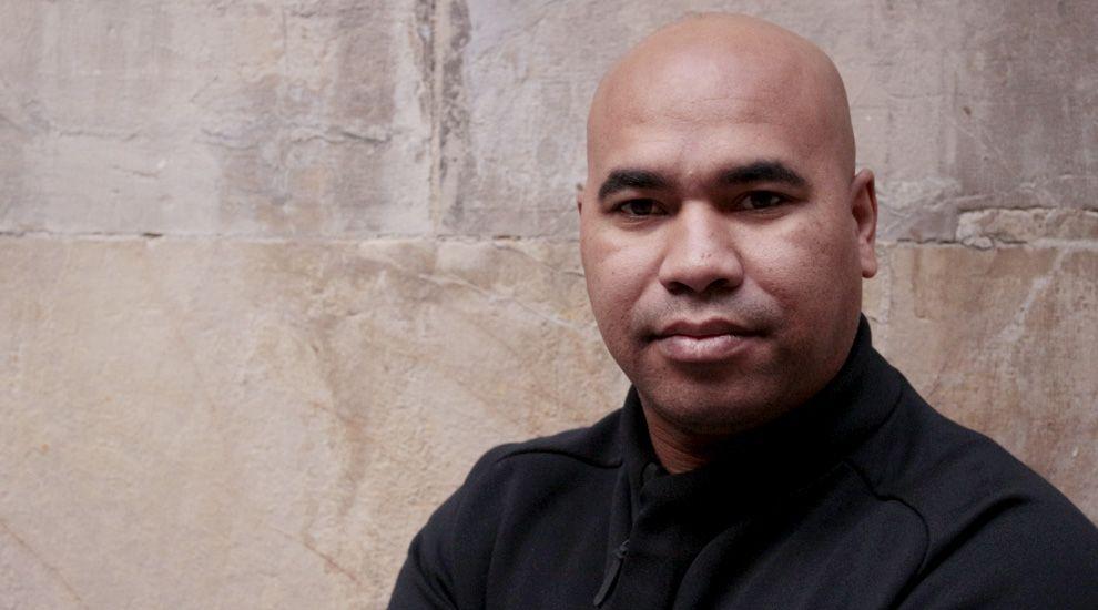 El director Santiago Zannou.El director Santiago Zannou
