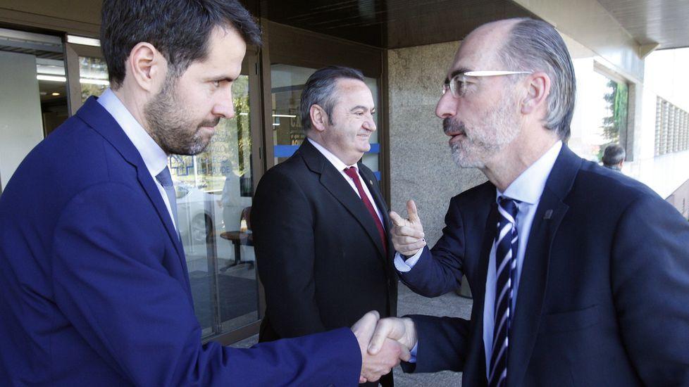Iván Sanz, a la izquierda, en su toma de posesión como gerente, en abril del 2017