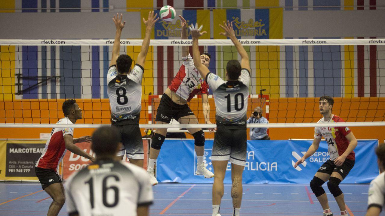 Las imágenes del Voleibol-Dumbría-Vigo.Imagen de archivo de un encuentro del Voleibol Dumbría en O Conco