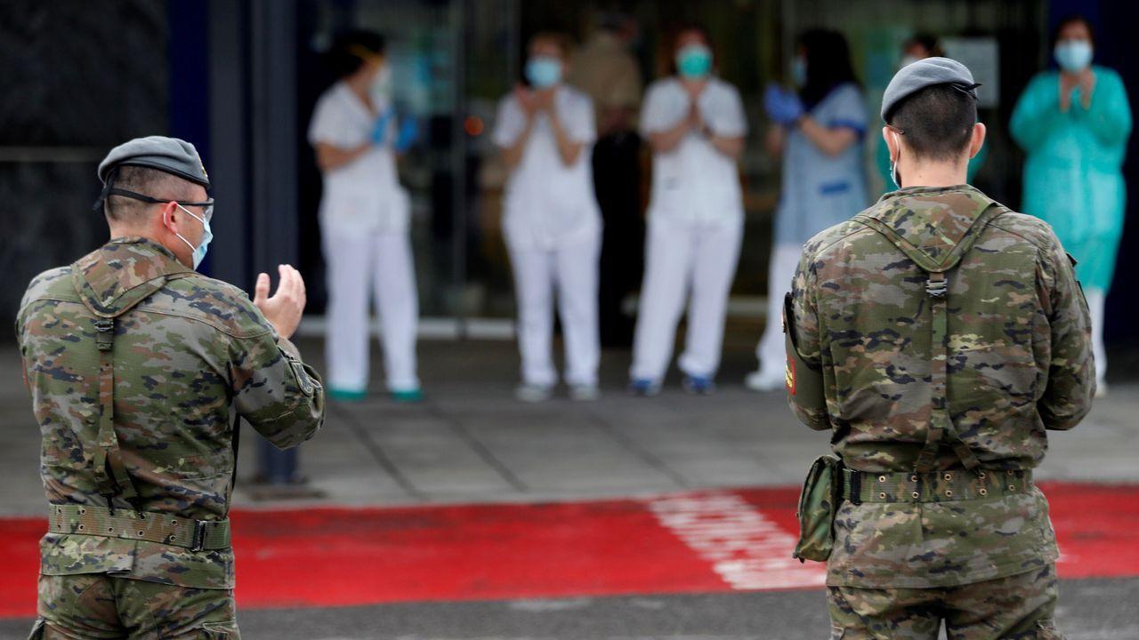 sol, calor, Gijón, playa, Asturias.Varios militares acuden a la zona de Urgencias del Hospital Universitario Central de Asturias (HUCA)