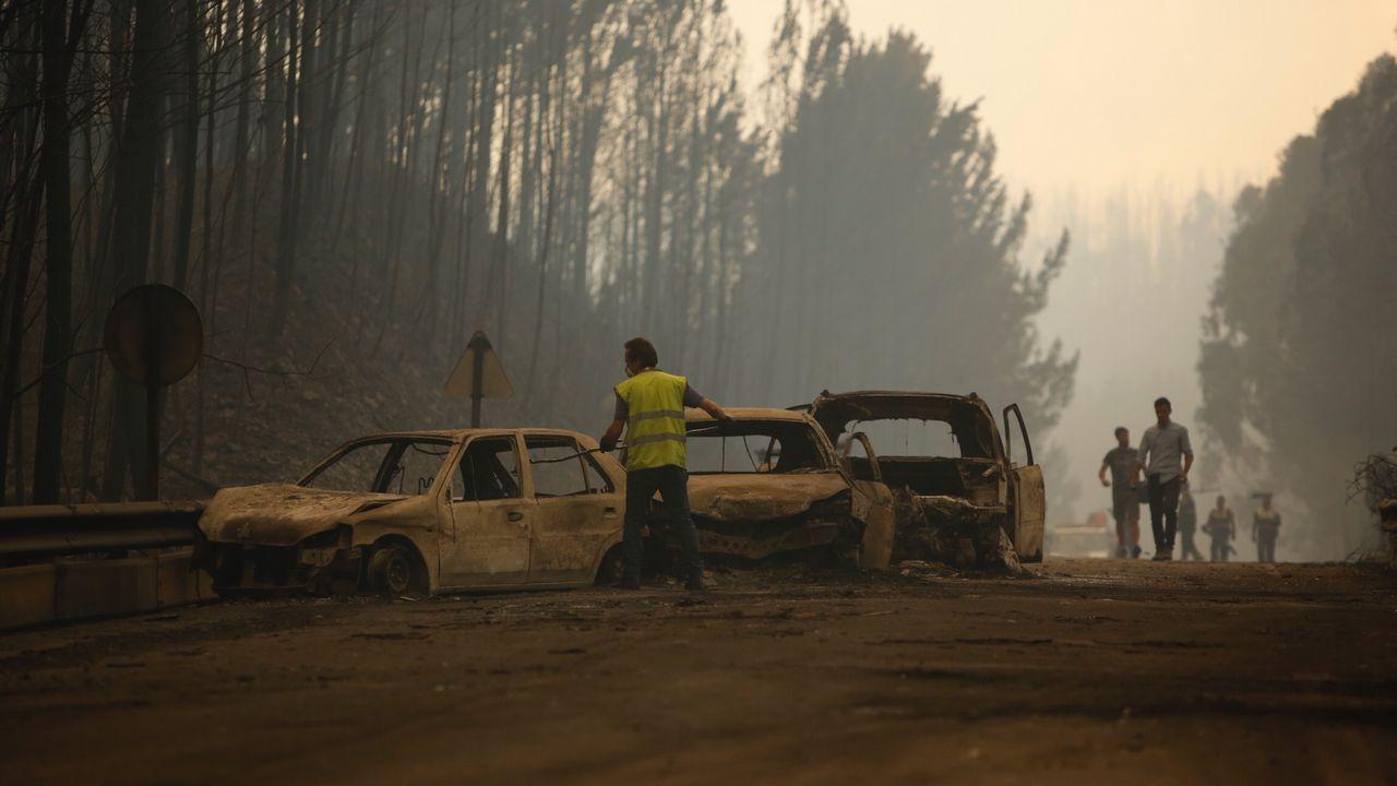 La N-236, desgraciadamente conocida desde el domingo como «la carretera de la muerte». En ella perdieron la vida decenas de personas tratando de escapar de las llamas.