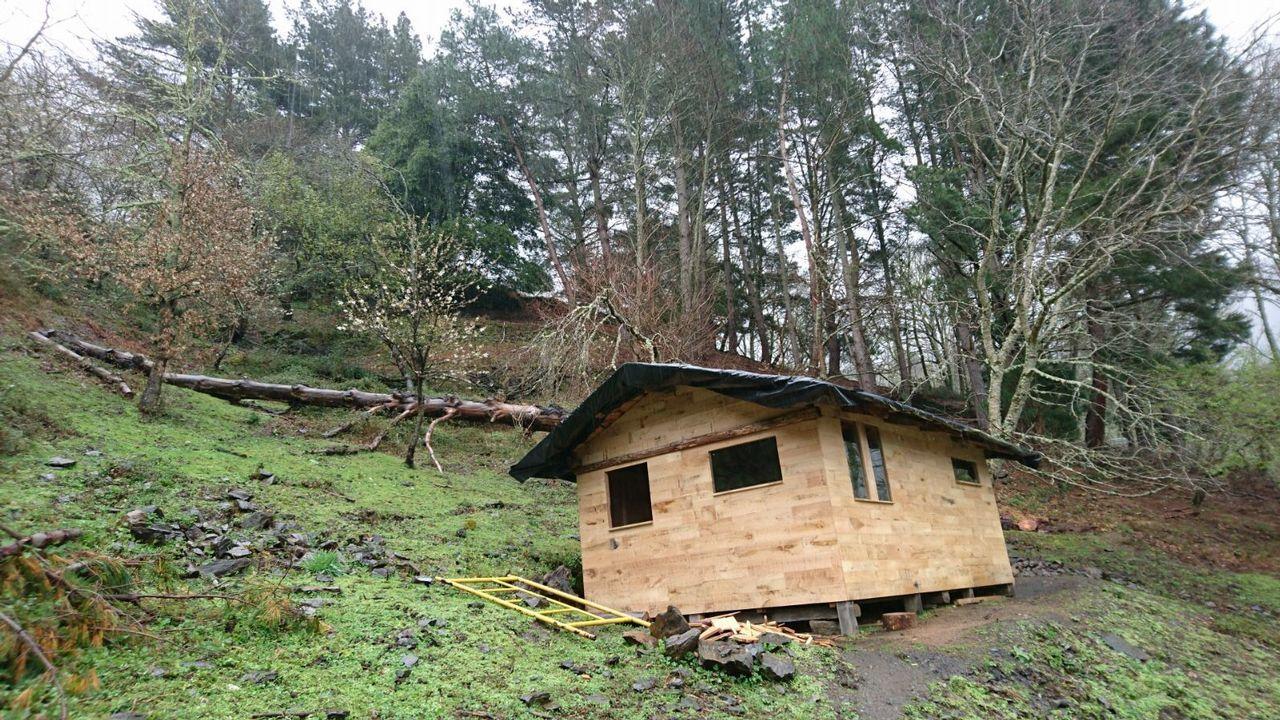 Imagen de una de las cabañas construidas sin permiso del dueño