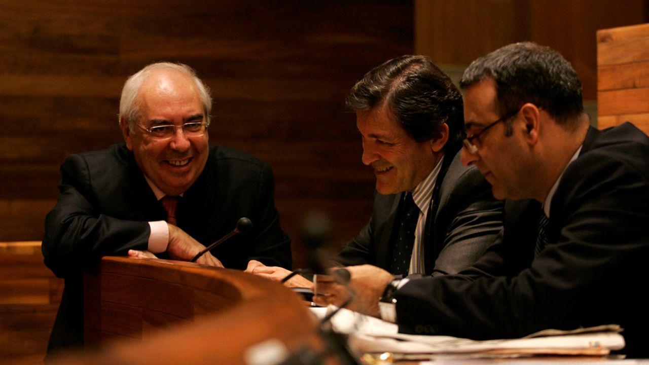 Areces en la Junta General con Javier Fernández y Fernando Lastra