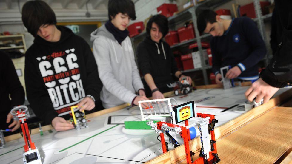 biblioteca.En el CPI A Xunqueira de Fene hay ya tradición de activdiades y premios en robótica y programación