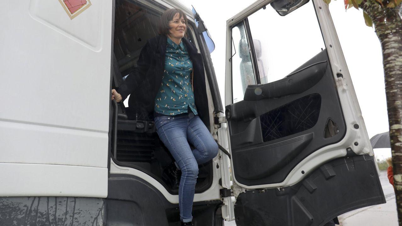 El temporal en Galicia.Ana Pontón baja de la cabina de un camión, el 30 de octubre del 2019, durante una protesta contra el peaje de la autopista AP-9