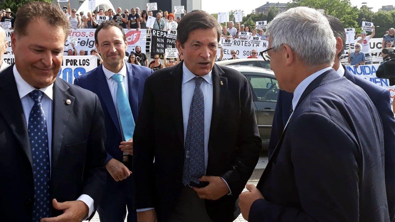 Javier Fernández,  junto a Félix Baragaño, a su llegada a la 62º Feria Internacional de Muestras de Gijón