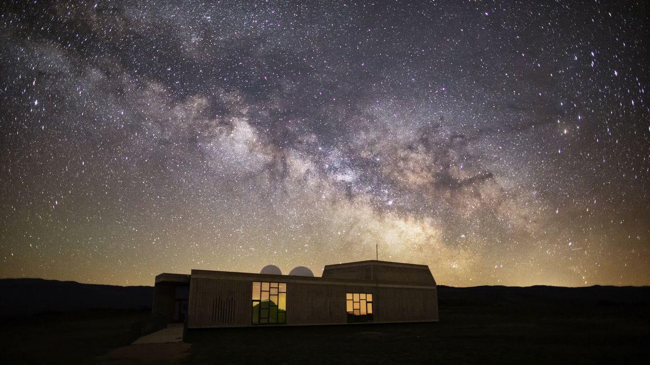 En ruta desde Austria.Estampa de la Vía Láctea desde el Centro Astronómico de Pena Trevinca.