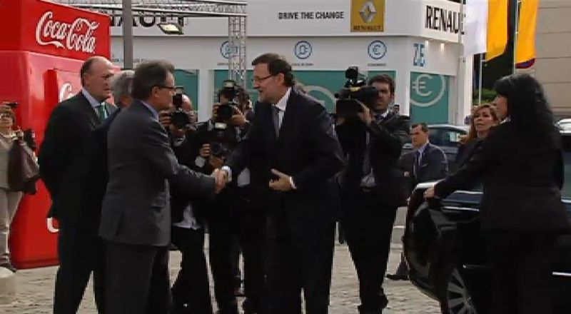 Segundo plante de la Generalitat al Gobierno de Rajoy en una semana.Sánchez rechazó por inadecuada la invitación de Mas para que Rajoy acuda a la Generalitat.