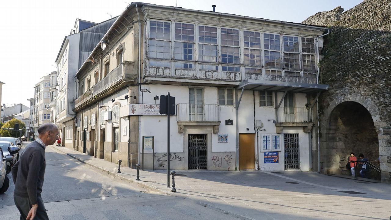 Las imágenes de la exposición de José de Riva en el MIHL.Charo Pita y Xoán Curiel actuarán en la Praza de San Marcos