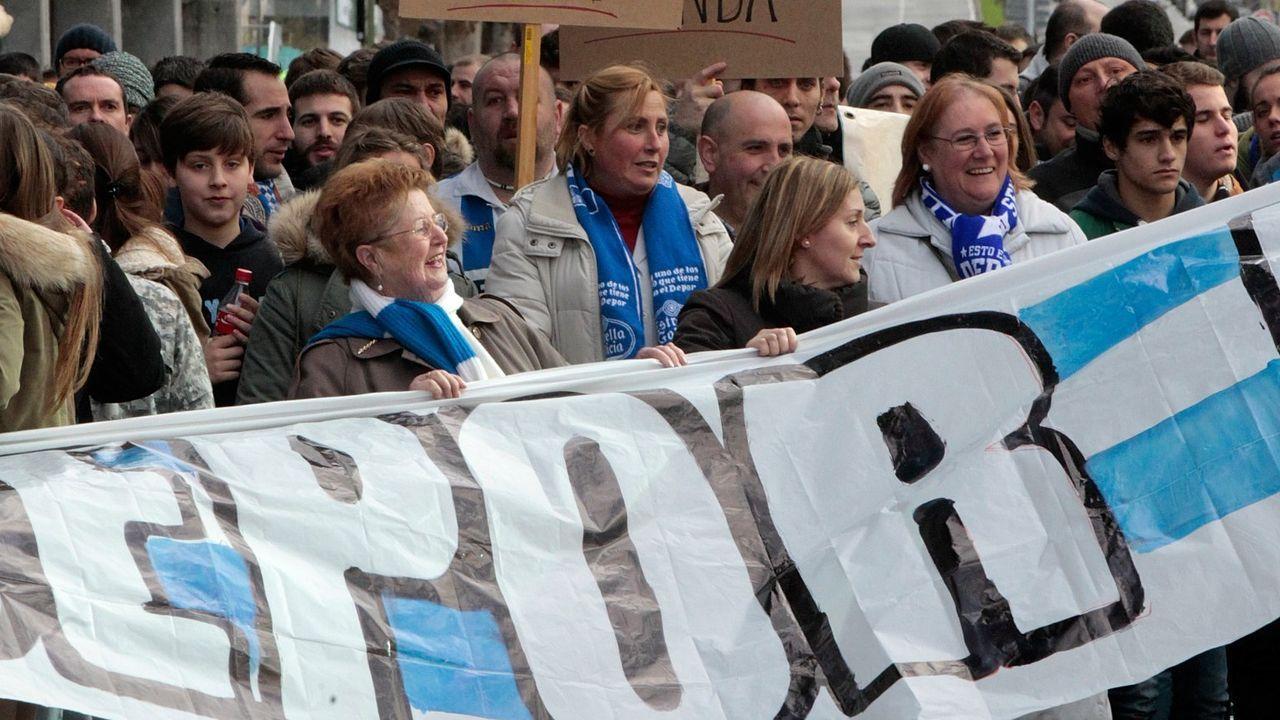 Seguidores deportivistas en la visita del Dépor al Sporting de Gijón