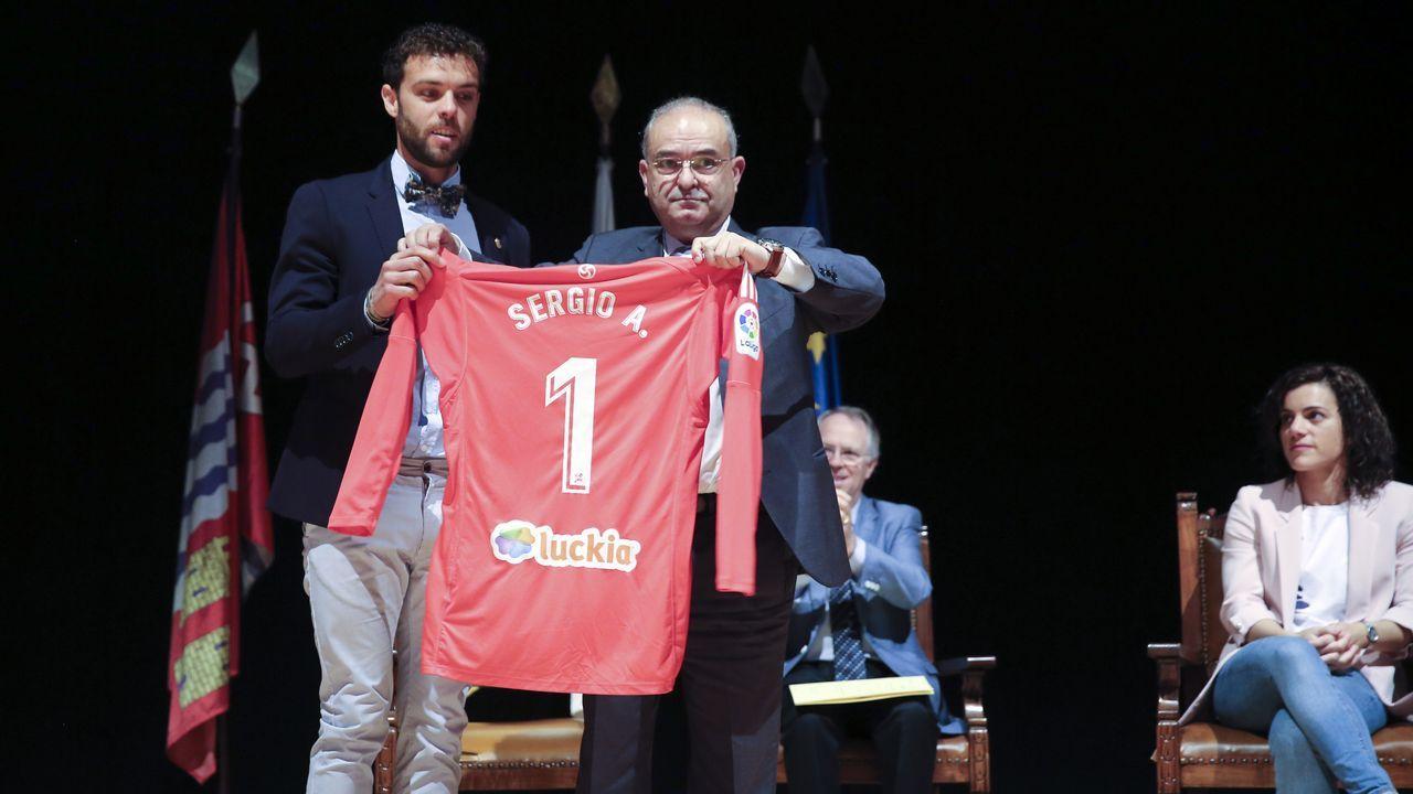 La mejor postventa nace en Ordes.Los jugadores del Madrid se trasladaron a la Cibeles en autocar descapotable