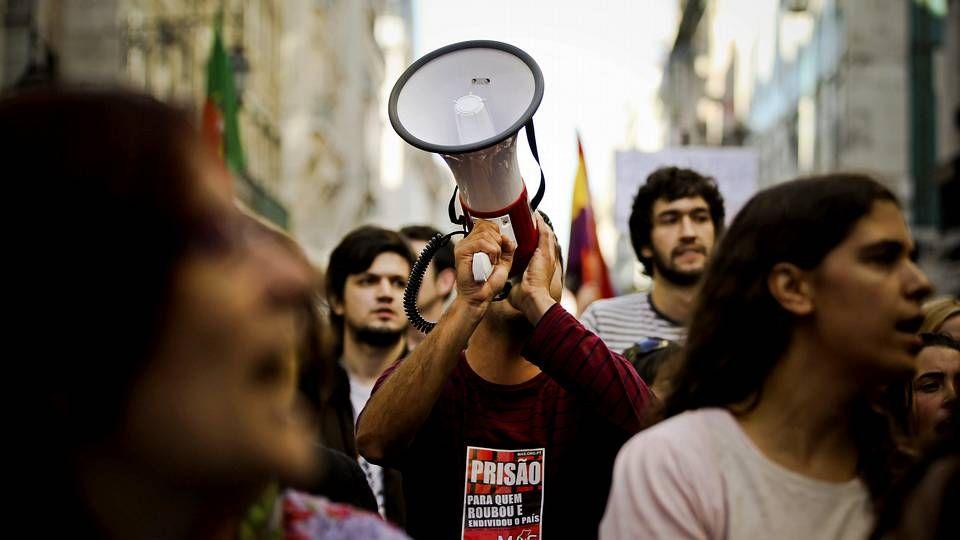 Protestas en Portugal contra los recortes.Manifestantes por las calles de Lisboa.