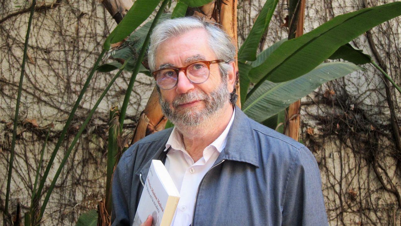 andradepiloto.El escritor Antonio Muñoz Molina presentó su nueva novela «Tus pasos en la escalera», en la que construye una trama de suspense psicológico ambientada en un tranquilo barrio de Lisboa
