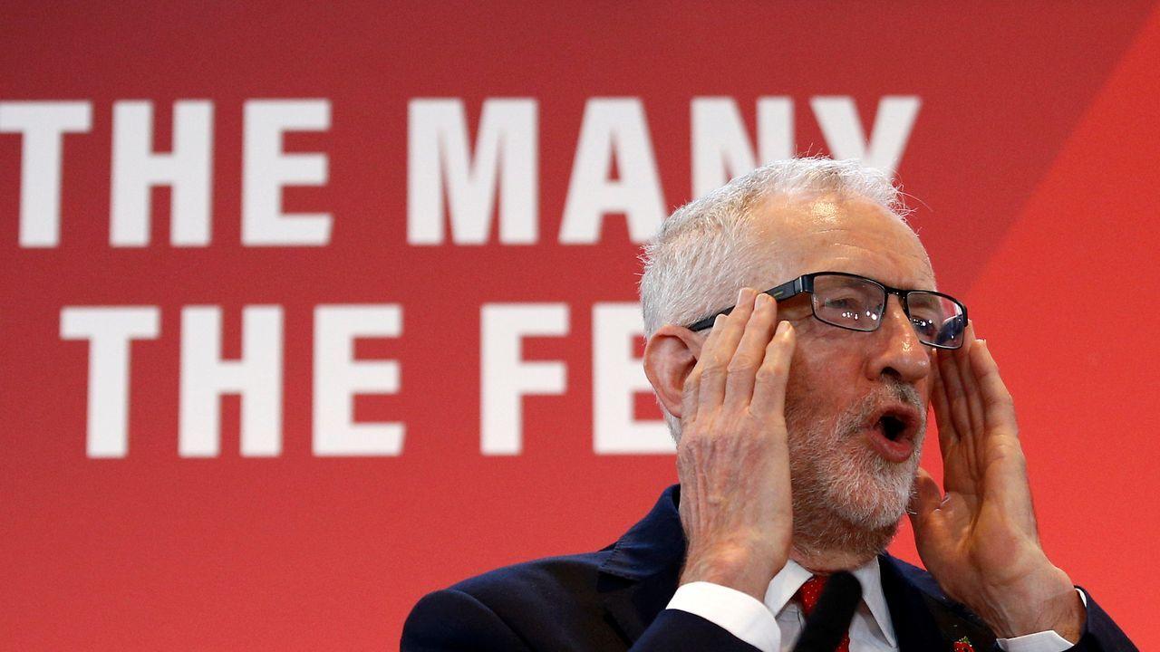 Corbyn desveló su programa de reformas en un concurrido acto en el centro de Arte de Battersea