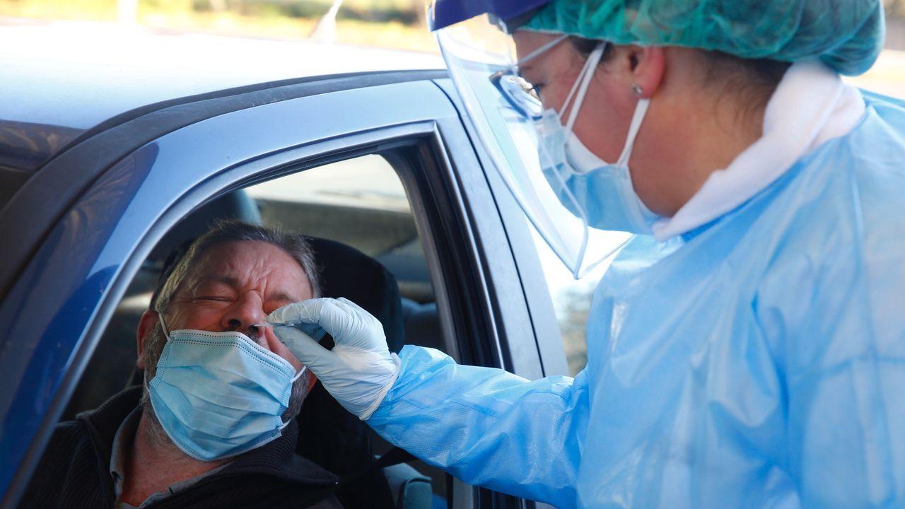 Entrada de urgencias del hospital Montecelo, en Pontevedra, centro en el que este martes hay 56 pacientes covid en planta y 11 graves en las unidades de críticos